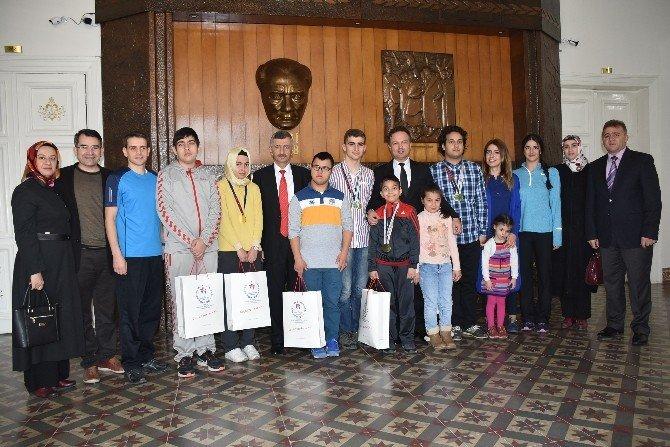 Özel Şampiyonlardan Vali Bektaş'a Ziyaret