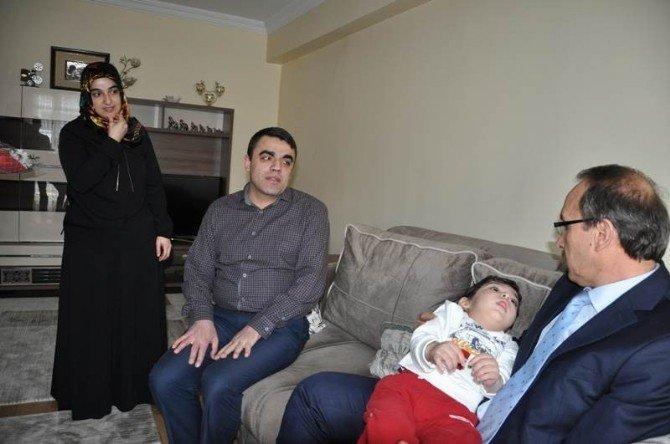 Vali Yavuz'dan Minik Baran'a Ziyaret