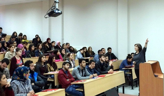 ADÜ Öğrencileri KPSS Konusunda Bilgilendirildi