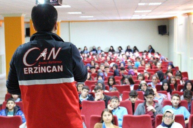 Erzincan'da Gençlere Temel Afet Bilinci Seminerleri Veriliyor