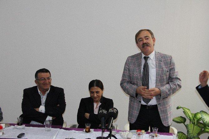 Akdeniz Belediyesi Eş Başkanları Mutlu Ve Türk, Mersin Basınıyla Buluştu