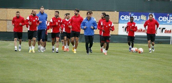Antalyaspor, 10 Eksikle Çalıştı