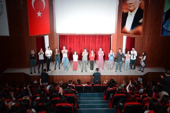 NKÜ Tiyatro Topluluğunun Oyunu Büyük İlgi Gördü