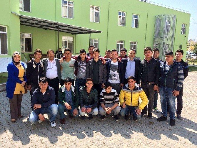 Didimli Öğrencilerden Huzurevi Sakinlerine Ziyaret