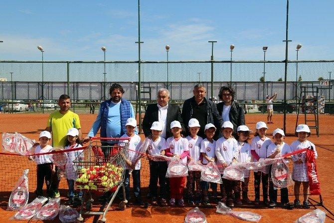 Erdemli'de Belediye Tenis Kursuna Yoğun İlgi
