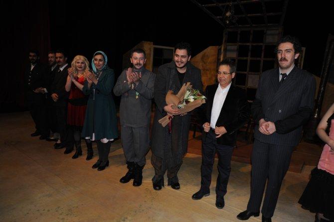 'Buzlar Çözülmeden' adlı tiyatro oyunu Artvin'de