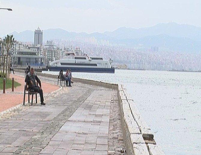 İzmir'de Fırtına Sokakları Boşalttı