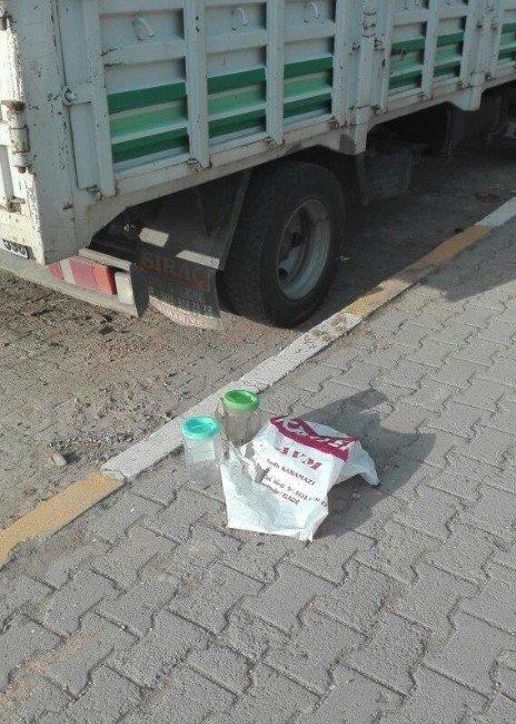 Kamyonet Altındaki Şüpheli Paket Fünye İle Patlatıldı