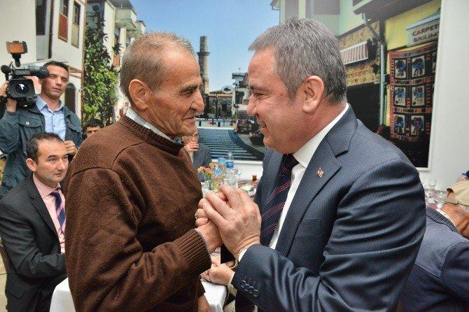 Başkan Böcek, Huzurevi Sakinleriyle Bir Araya Geldi