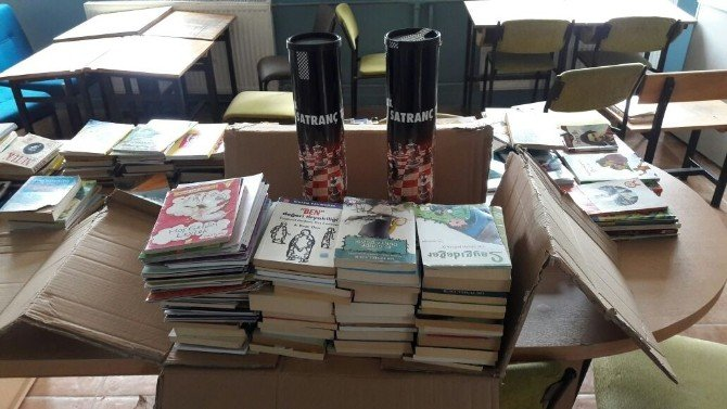 Maltepe Belediyesi'nden Okullara Kitap Yardımı