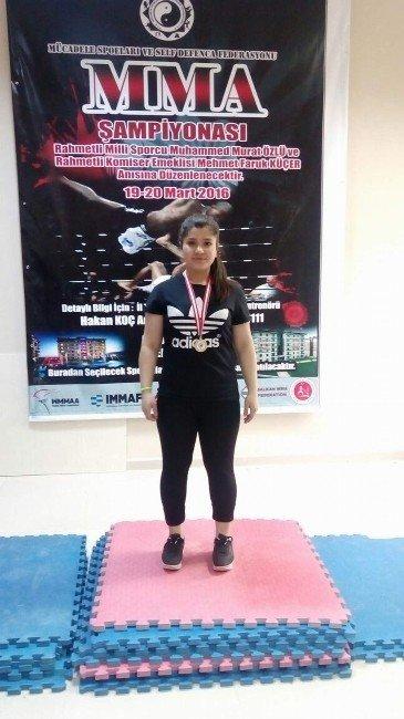 Mma Ringlerinde Liseli Kızın Büyük Başarısı