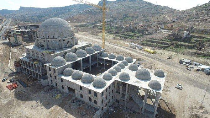 Nevşehir Külliyesi'nde Minarelerde Yükselmeye Başladı