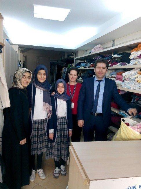 İhtiyaç Sahipleri İçin Topladıkları Kıyafetleri Giyim Evi'ne Teslim Ettiler