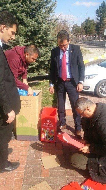 Özkonak Belediyesi Okullara Geri Dönüşüm Kutusu Dağıttı