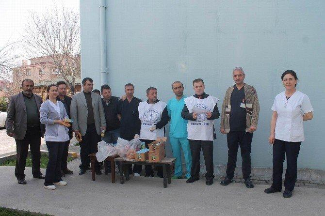 Hastane Yemeklerini Protesto Eden Sağlıkçılar Simit Yedi
