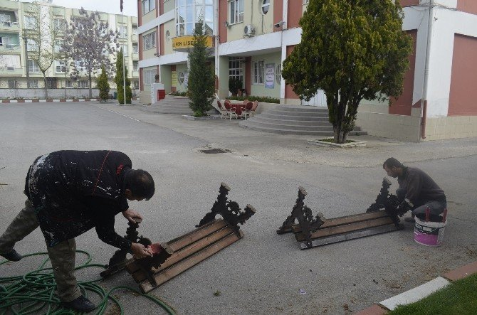 Turgutlu'nun Dört Bir Yanında Yenileme Devam Ediyor
