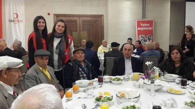 Türk Kızılayı, Yaşlılar İle Gençleri Buluşturdu