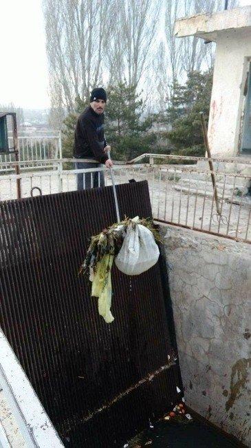 Hidroelektrik Santrali Havuzundan Çıkan Çöpler Pes Dedirtti