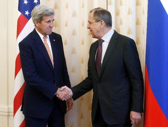 ABD Dışişleri Bakanı Kerry, Moskova'da Rus Mevkidaşı Lavrov'la Görüştü