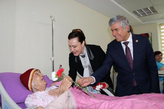 AK Partili Milletvekilleri Yaşlıları Ziyaret Etti