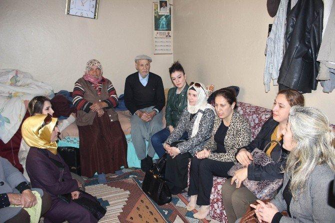 AK Partili Kadınlar Yaşlıları Unutmadı