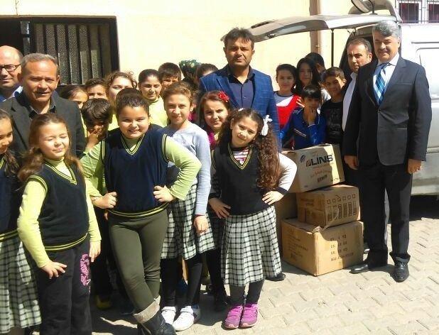 Alaşehirli Öğrencilerden Türkmenlere Giyecek Yardımı