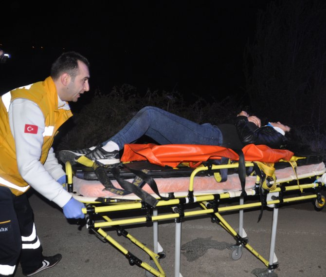 Edirne'de alkollü sürücü tarlaya uçtu: 2 yaralı