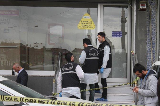 Fatura tahsilat merkezi soyguncuları kamerada