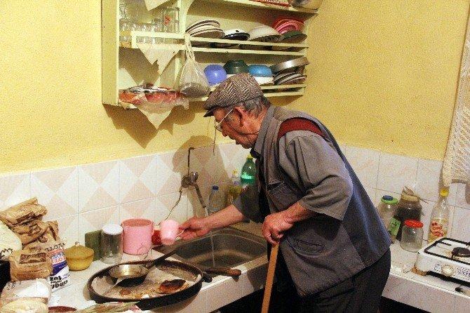 Engelli Vatandaş Harabe Evde Yaşam Mücadelesi Veriyor