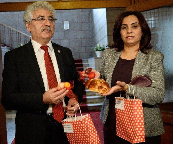 Mecliste Paskalya Kutlaması