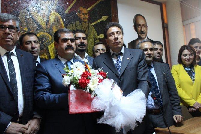 CHP Gaziantep İl Başkanlığına seçilen Hayri Sucu görevi devraldı