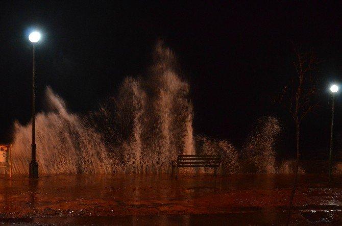 Lodos Fırtınası Edremit Körfezinde Etkili Oluyor