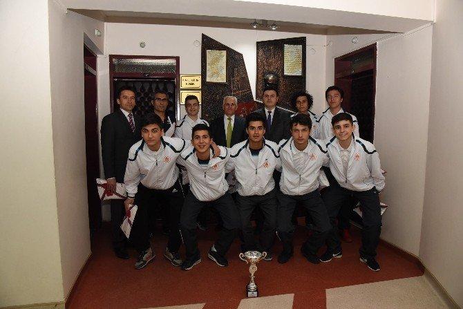 Şampiyon Öğrencilerden Oğuz'a Ziyaret