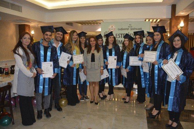 Özel İdol Estetisyenlik Eğitim Merkezi Mezunları Kep Attı