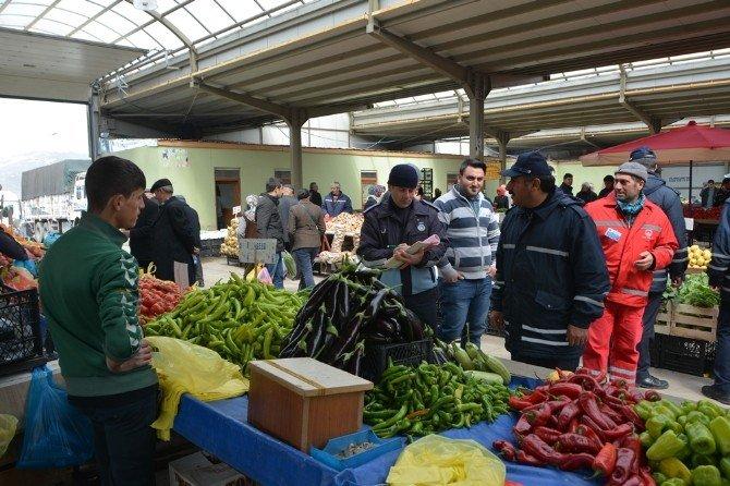 Ardahan Belediyesi Zabıta Müdürlüğü Ekipleri Halk Pazarını Denetledi