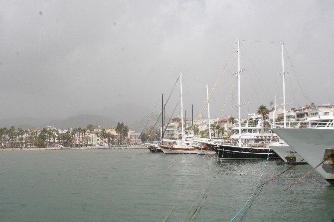 Kıyı Ege'de Fırtına Sonrası Toz Bulutu Etkili Oluyor