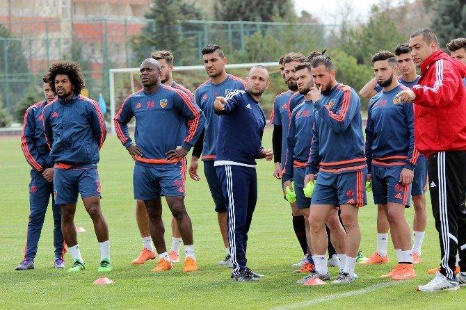 """Hakan Kutlu: """"Bu Takım Süper Lig'deki Hayatını Devam Ettirecek"""""""