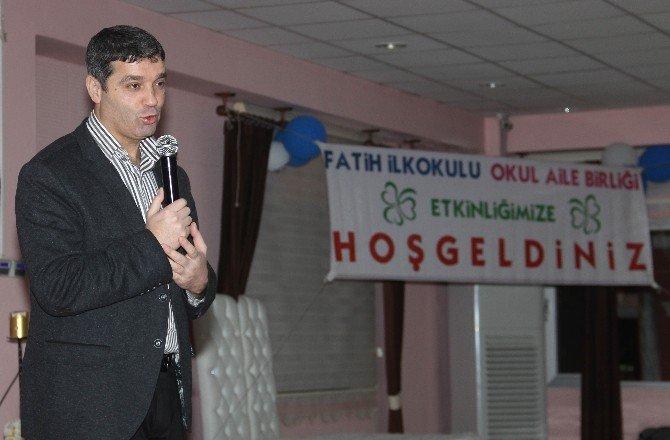 Fatih İlkokulu Okul Aile Birliğinde 'Öğrenen Aile, Gelişen Çocuk' Konferansı