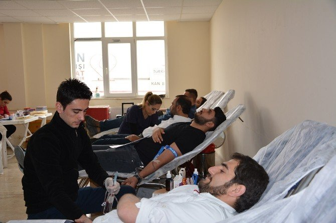 Korkuteli MYO'dan 118 Ünite Kan Bağışı