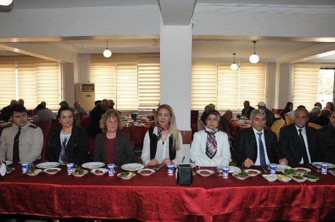 Tarsus'ta Yaşlılar Yemek Buluştu