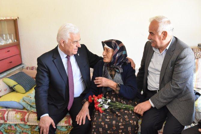 Muğla Büyükşehir Belediye Başkanı Gürün'den, yaşlılara ziyaret