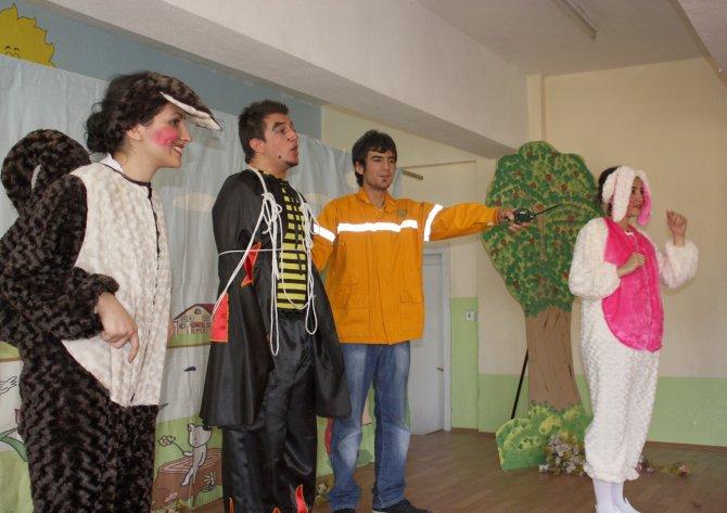 Çocuklara orman sevgisi tiyatro ile anlatılıyor