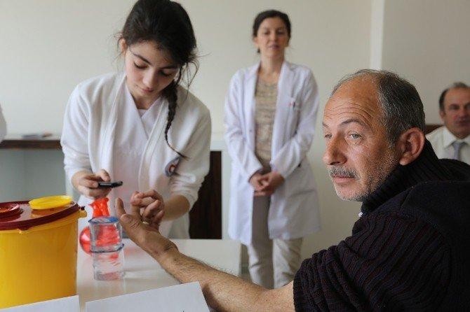 Serdivan Belediyesi'nde Tansiyon Ve Kan Şekeri Ölçümü Yapıldı
