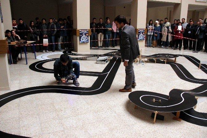 ERÜ'de Robotlar Yarıştı