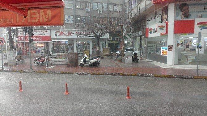 Edremit Fırtına Ve Yağmura Teslim