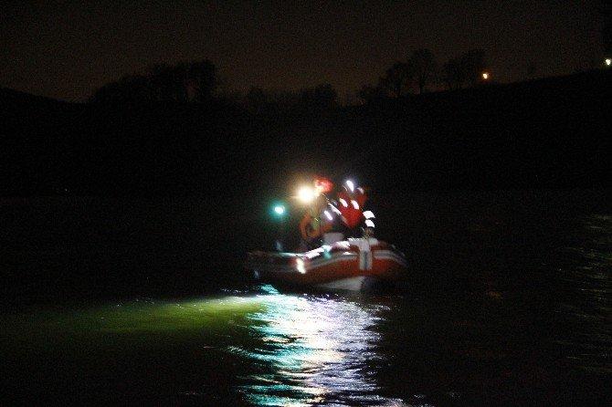 Balık Tutmak İçin Göle Açılan Arkadaşlardan Biri Kayboldu