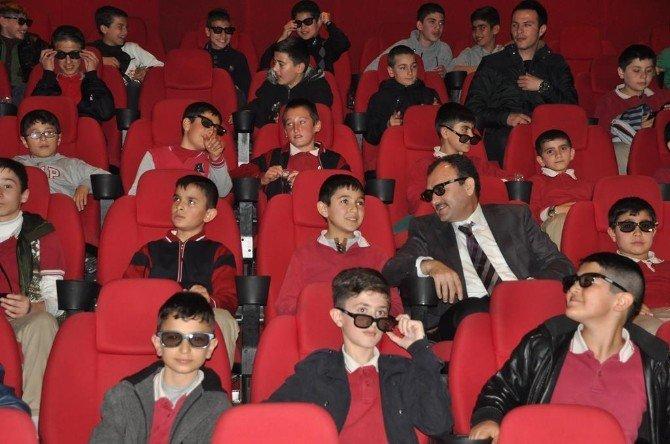 Suriyeli Öğrenciler Sinema İle Tanıştı