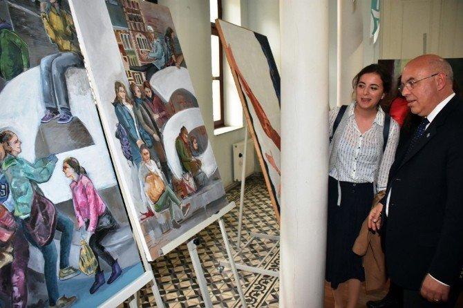 Tarihi Belediye Binasında 'Kadın Ressamlar Karma Sergisi' Açıldı