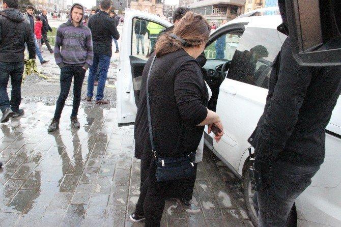 İranlı Turistin Dalgınlığı Polisi Alarma Geçirdi