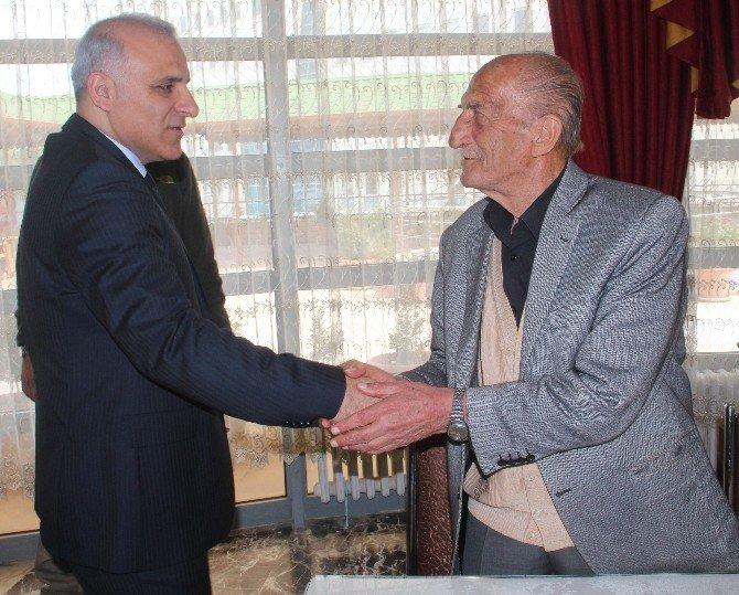 Vali Zorluoğlu Yaşlılarla 'Bocce' Oynadı